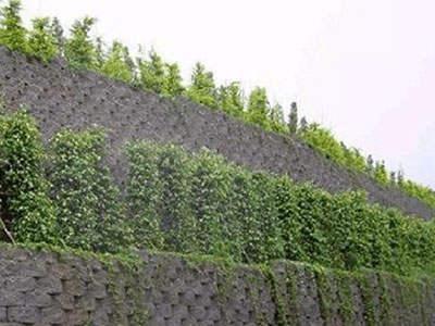 自嵌式混凝土挡土墙护坡技术